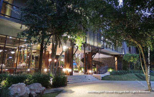U Pattaya Hotel lobby front