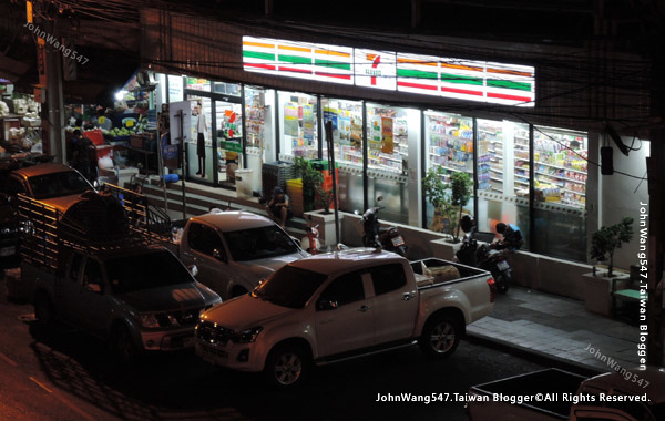 7-11 near Khlong Toei Market.jpg