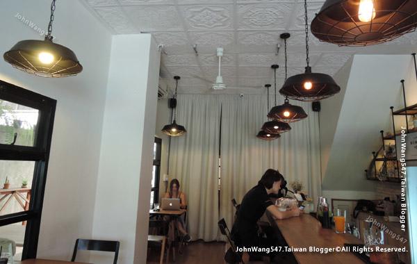 Nimmanian Club cafe Chiang Mai2.jpg