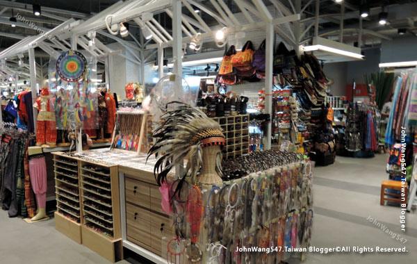 MBK Center Bangkok 6F Craft village.jpg