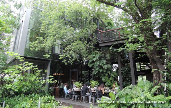 Bangkok cafe Li-Bra-Ry-Naiipa Art Complex2.jpg