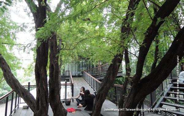 Bangkok cafe Li-Bra-Ry-Naiipa Art Complex4.jpg