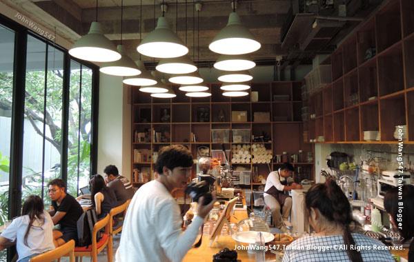 Bangkok cafe Li-Bra-Ry-Naiipa Art Complex5.jpg