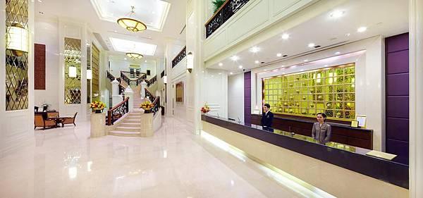 Grande Centre Point Hotel Ratchadamri Bangkok lobby.jpg