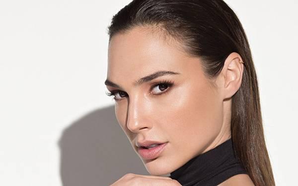 Gal Gadot face closeup.jpg
