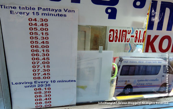 Ekkamai Eastern  Bus Terminal minivan2.jpg