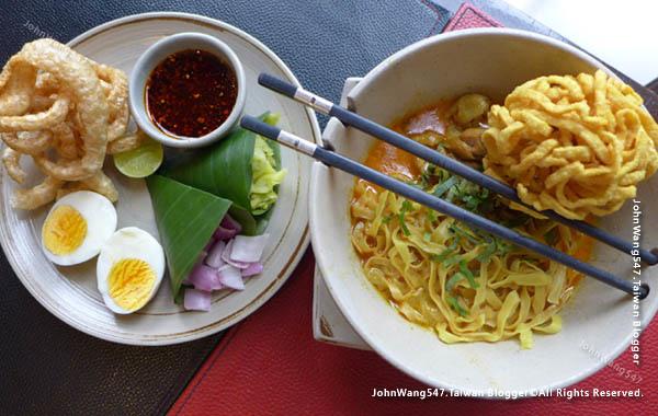 Khao Soi Set-EAT&DRINK U Chiang Mai restaurant.jpg