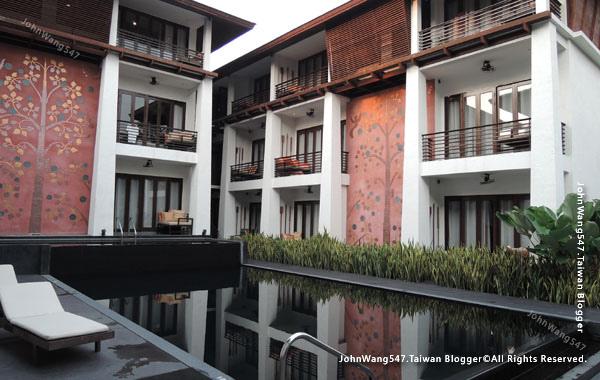 U Chiang Mai hotel swimming pool.jpg