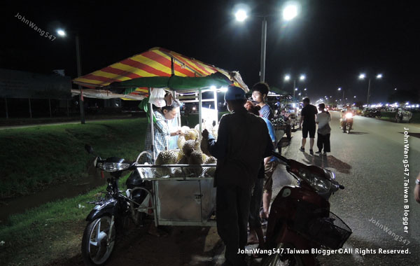 Angkor Local Night market1.jpg