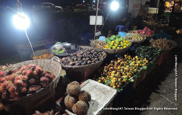 Angkor Local Night market.fruits.jpg