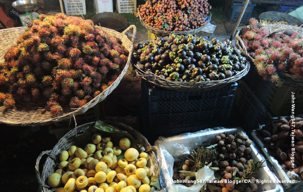 Angkor Local Night market fruits2.jpg