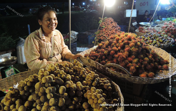 Angkor Local Night market.fruits1.jpg