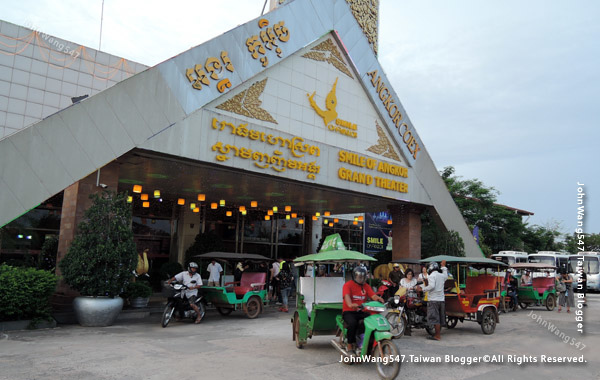 Smile Angkor grand Theater.jpg