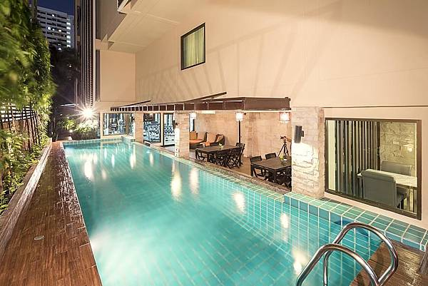 Bangkok Aspen Suites Sukhumvit 2 hotel pool.jpg
