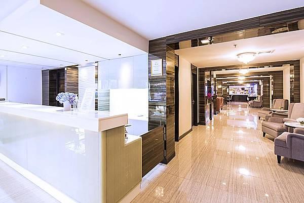 Bangkok Aspen Suites Sukhumvit 2 hotel lobby.jpg