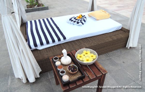 Jasmine Spa massage Sokha Siem Reap Resort pooldide.jpg