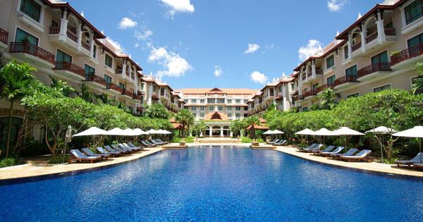 Sokha Angkor Resort pool.jpg