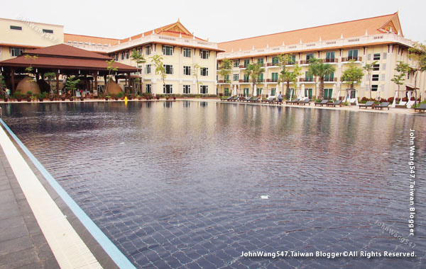 Sokha Siem Reap Resort big pool3.jpg