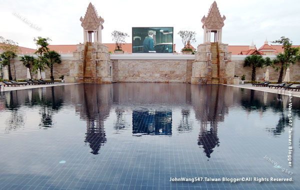 Sokha Siem Reap Resort big pool1.jpg
