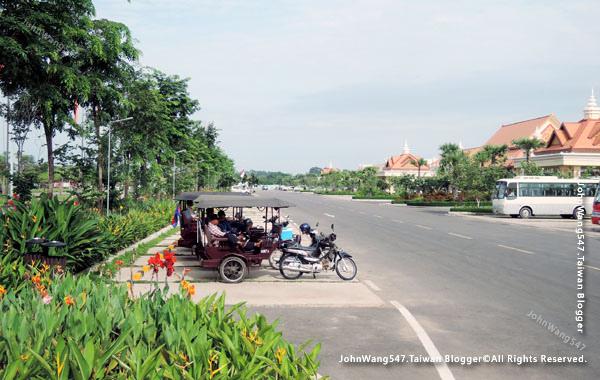 Sokha Siem Reap Resort tuk tuk.jpg