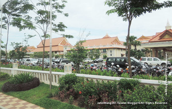 Sokha Siem Reap Resort parking2.jpg
