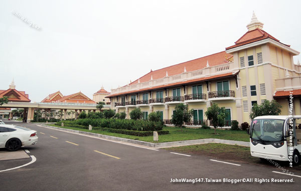 Sokha Siem Reap Resort parking1.jpg