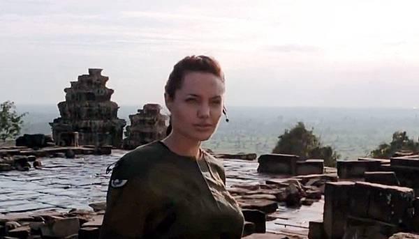 Lara Croft Tomb Raider2001-Phnom Bakheng.jpg