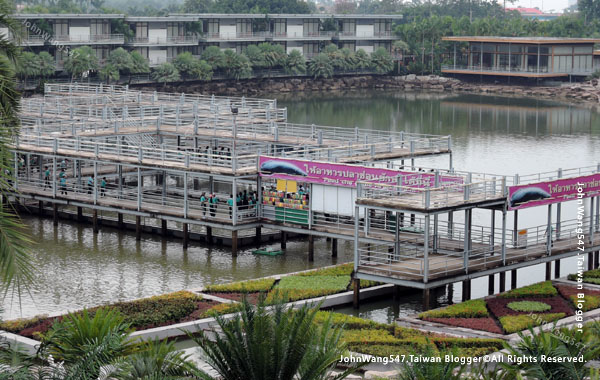 Pattaya Nong Nooch Arapaima.jpg