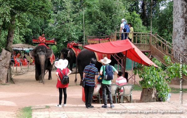 巴肯寺Phnom Bakheng Elephant ride.jpg