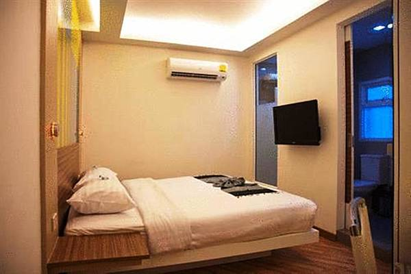 Asoke Suites Hotel room2