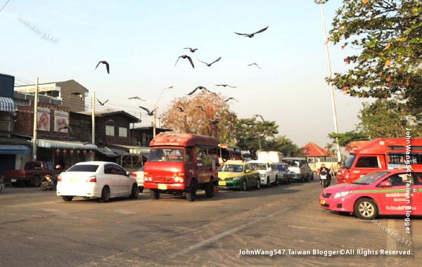Wat Bang Na Nok佛寺Sanphawut pier雙條車.jpg