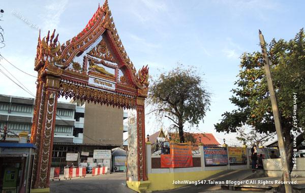 Wat Bang Na Nok佛寺.jpg