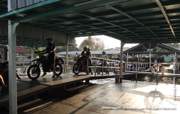 Bang Nam Pheung Floating Market.jpg