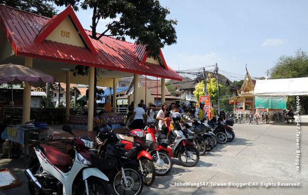 Bang Nam Pheung Floating Market moto taxi.jpg