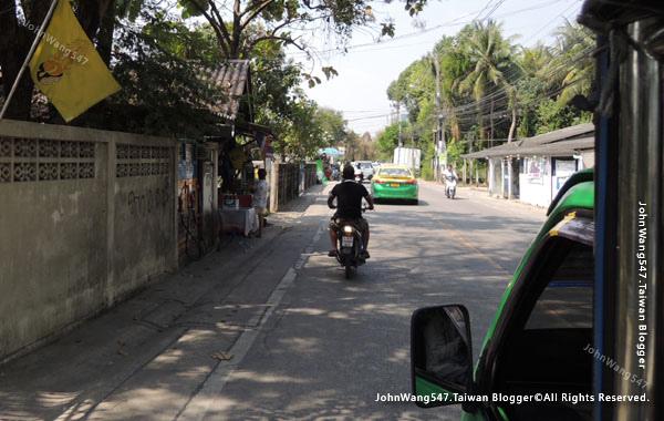 Bang Nam Pheung Floating Market taxi.jpg