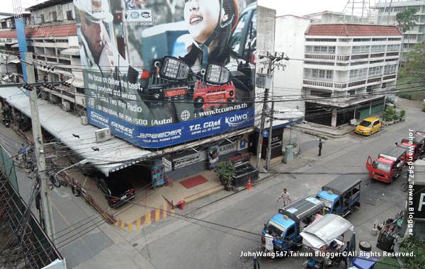 BTS捷運Prakanong站在地小公車雙條