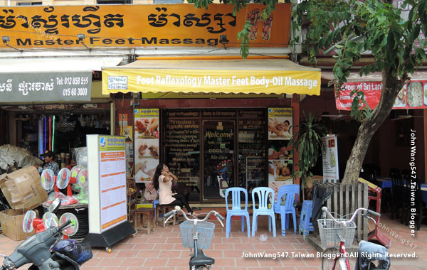 Angkor Siem Reap Market massage shop.jpg