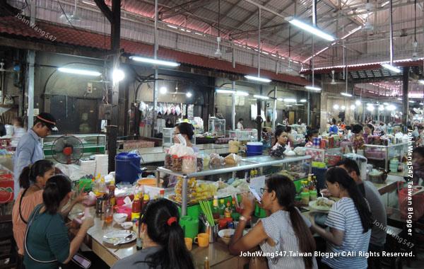 Angkor Siem Reap Market food park.jpg