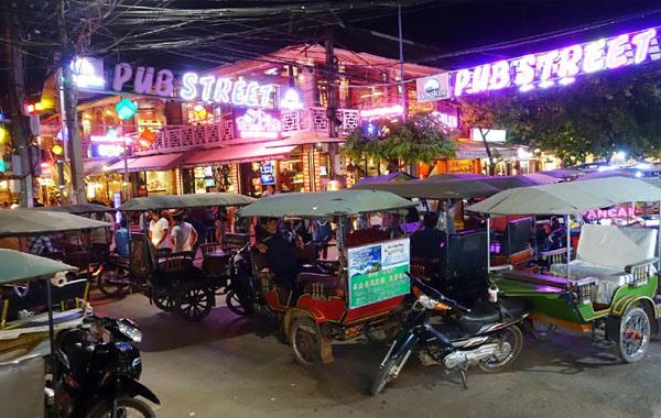 Siem Reap Night Market pub street.jpg