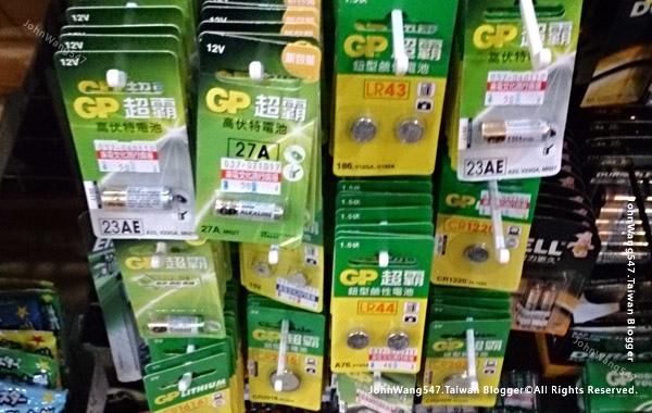 書店電池架種類多.jpg