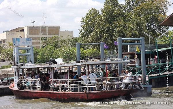 Bangkok N8.Tha Tien corss river boat.jpg