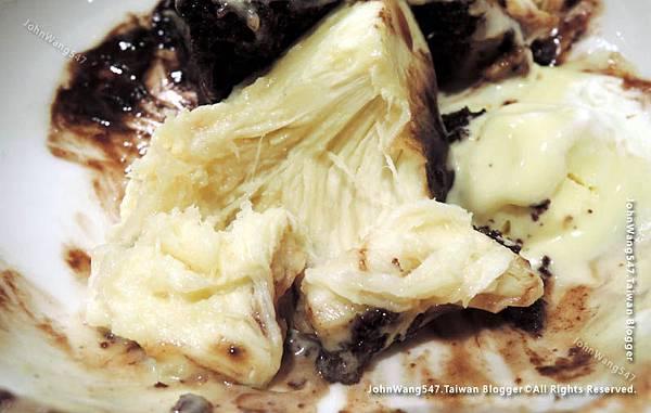 Chocolate mud brownie with Durian ice cream3.jpg
