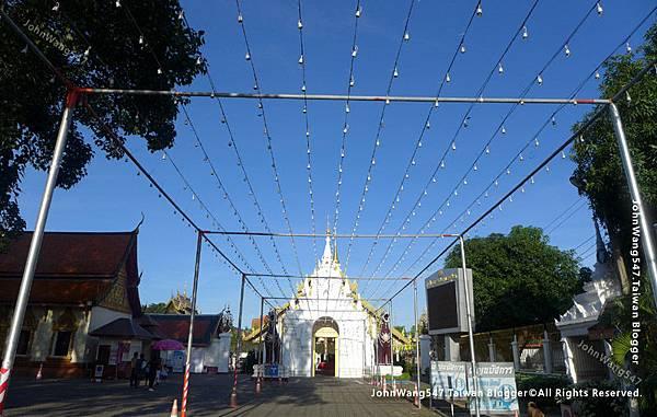 Wat Phra That Hariphunchai Lamphun4.jpg