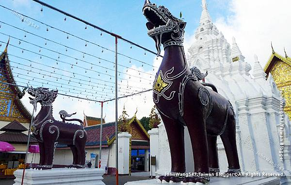 Wat Phra That Hariphunchai Lamphun11.jpg