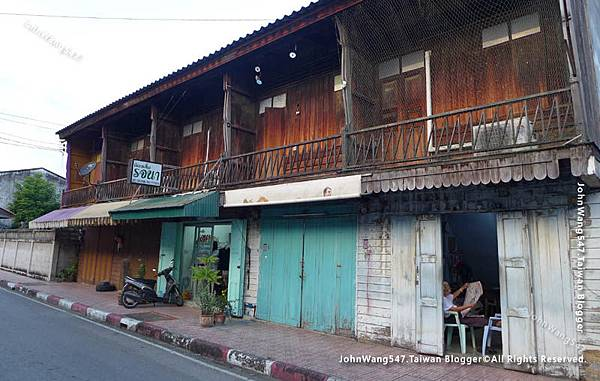 Kad Kong Ta Walking Street Market Lampang Thanon Talat Gao.jpg