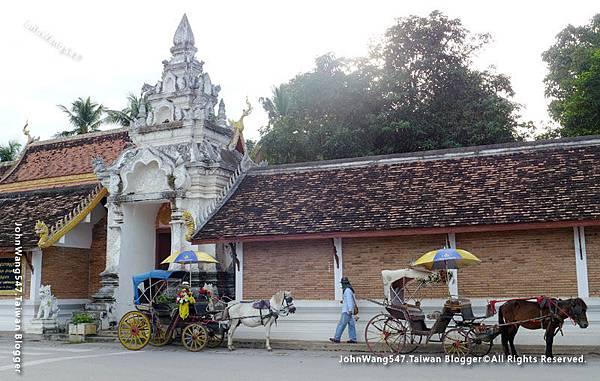 Wat Phra That Lampang Luang Lampang Horse Carriage2.jpg