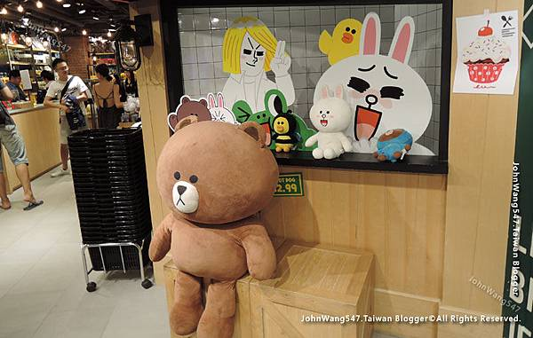 LINE Village Store Bangkok Siam Square3.jpg