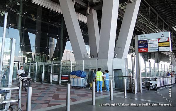 Thai Airways搭乘泰航經驗談BKK機場.jpg