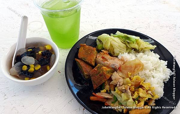 Amazing Green A'Maze Kanchanaburi lunch.jpg