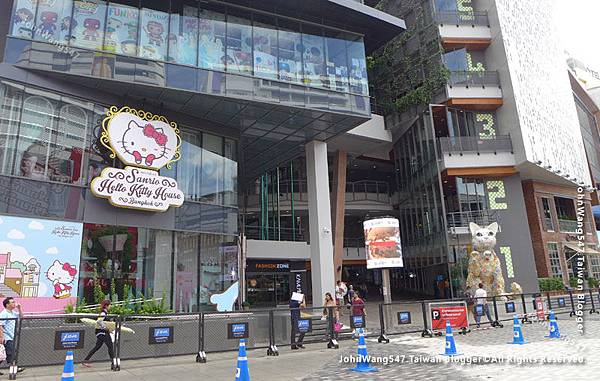 HELLO KITTY House Siam Square One2